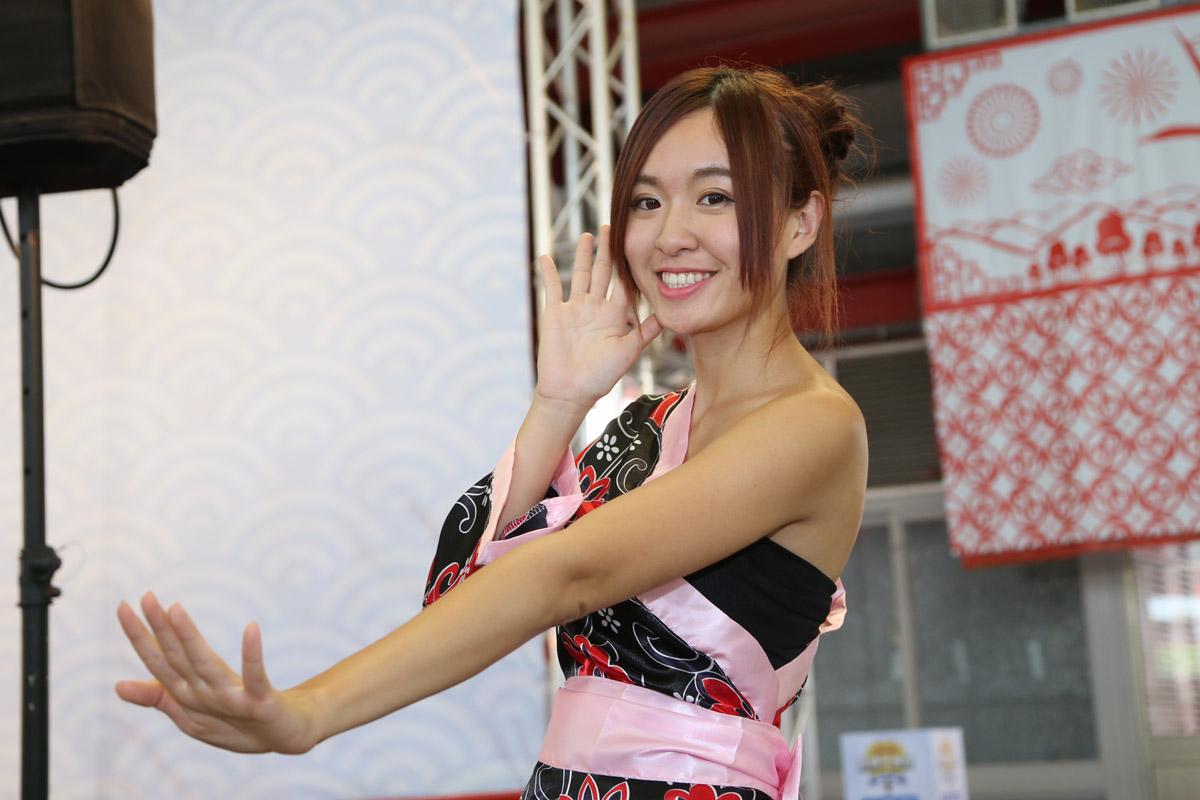 現場YJT 女孩帶著大家一起學習跳日本傳統舞蹈
