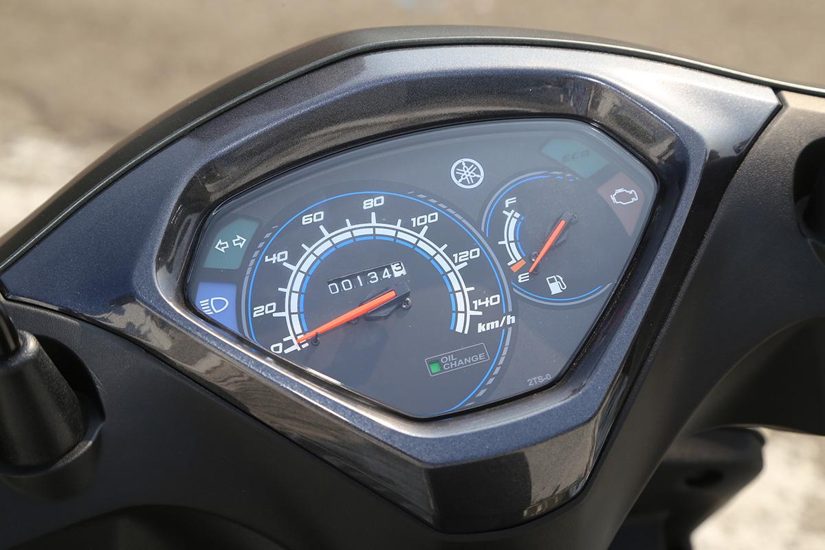 碟煞版儀錶外框採用黑色設計