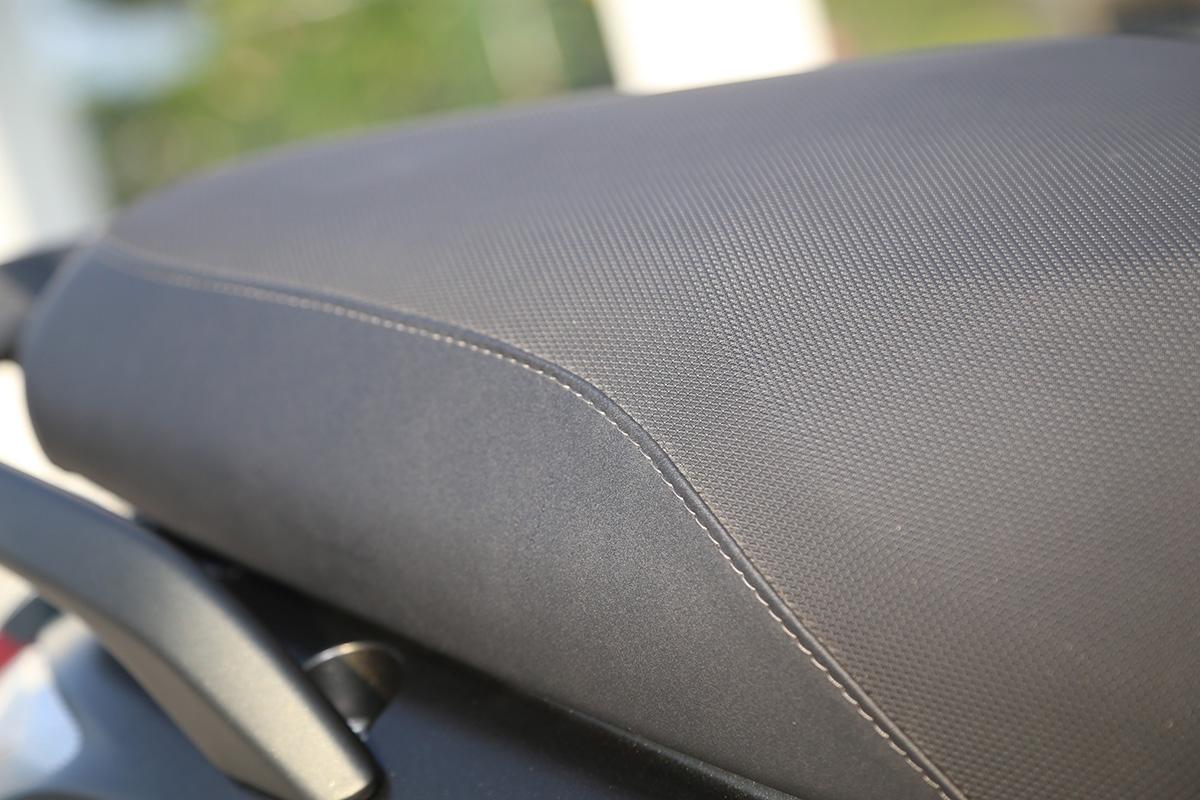 碟煞版坐墊使用格紋止滑設計