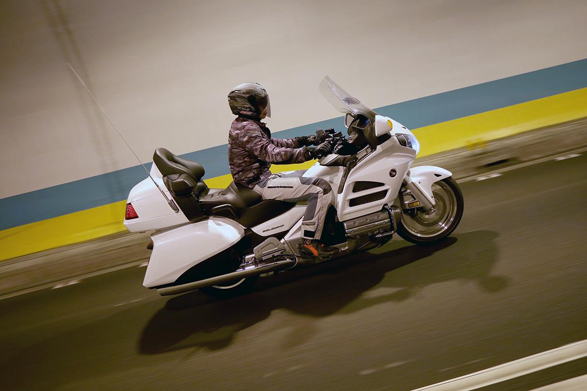 騎乘GL1800 唯一要注意的是長軸距與寬大車身。