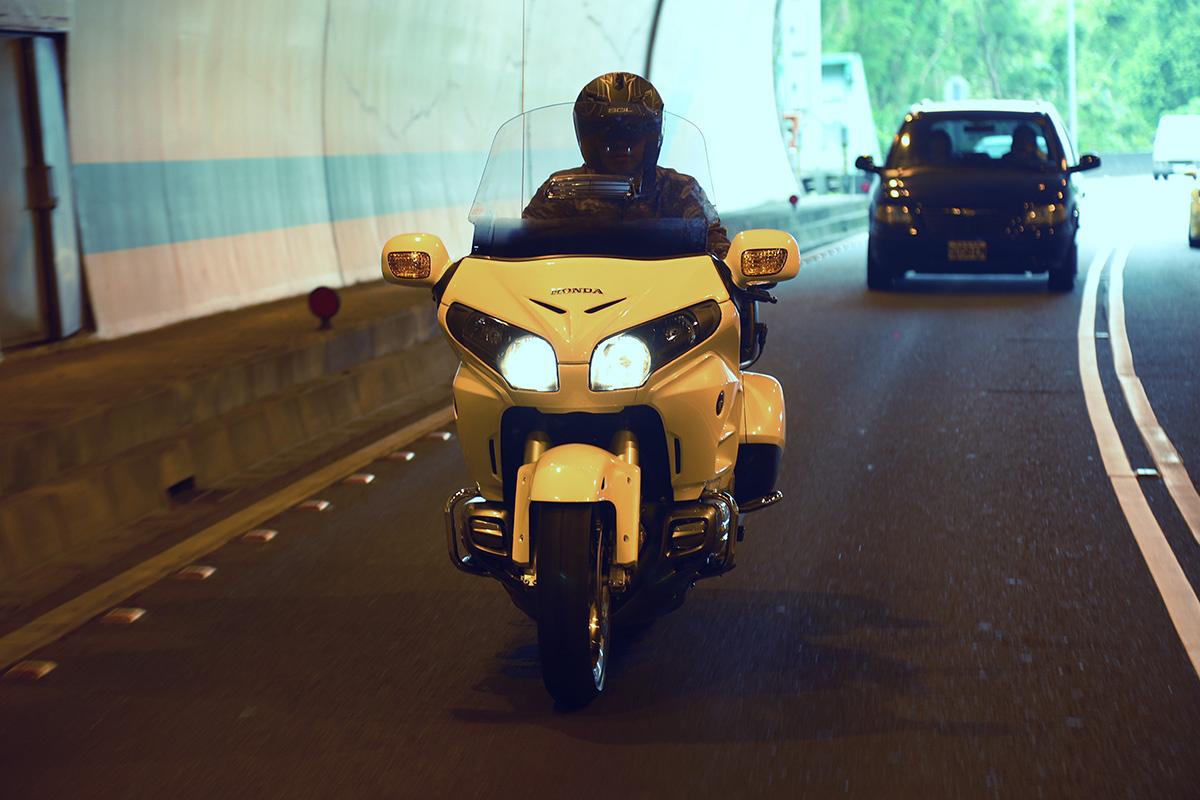 GL1800 沉穩的騎乘感,展現出與