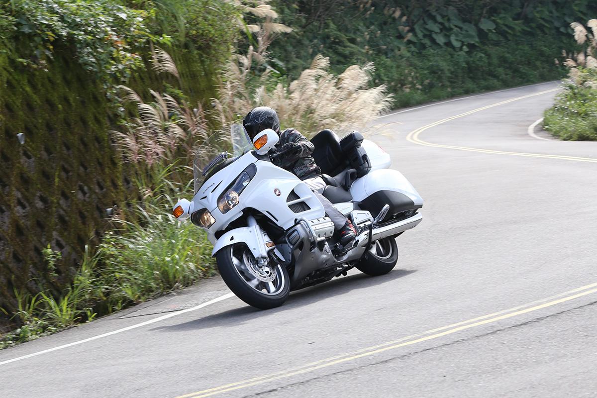 看似笨重的外觀,實際騎乘上GL1800 相當靈活,幾乎與騎乘其他車款無太大分別。