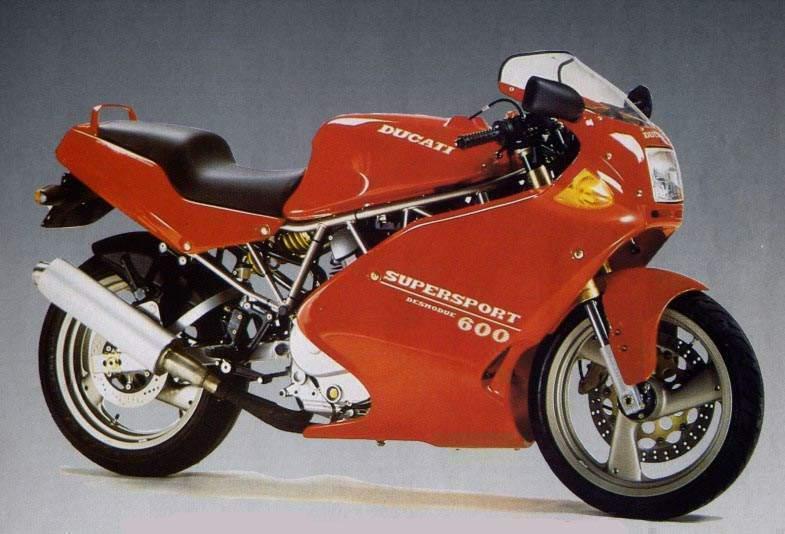 在之前,DUCATI 有使用空冷引擎全整流罩的車款,稱為Super Sport