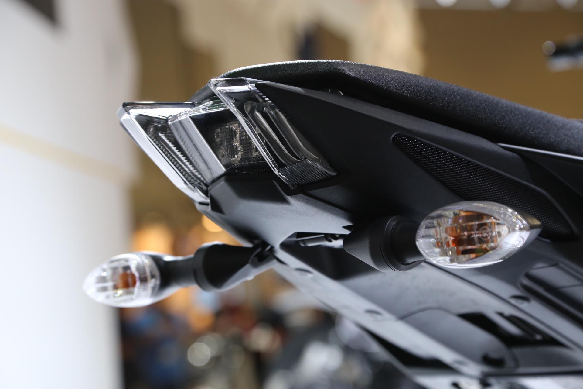 新設計的尾燈。