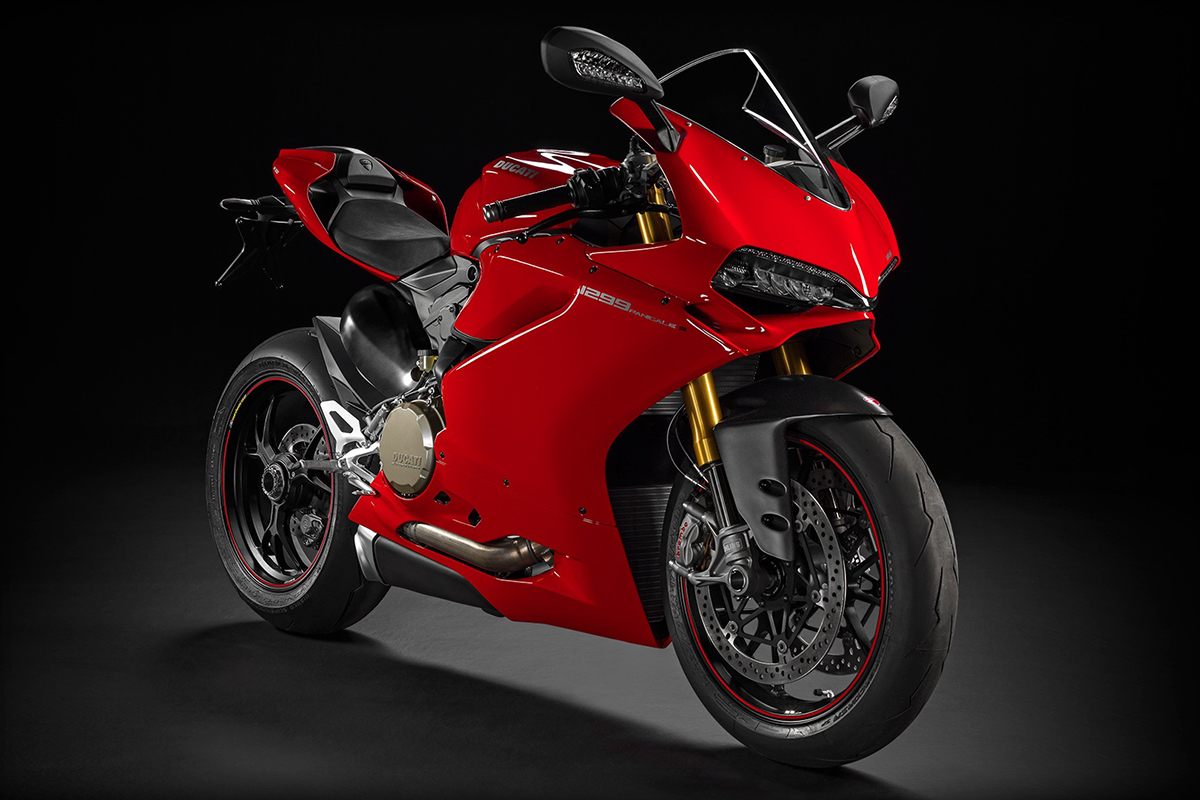 sbk-1299-panigale-s_2015_studio_r_b01_1920x1080-mediagallery_output_image_1920x1080