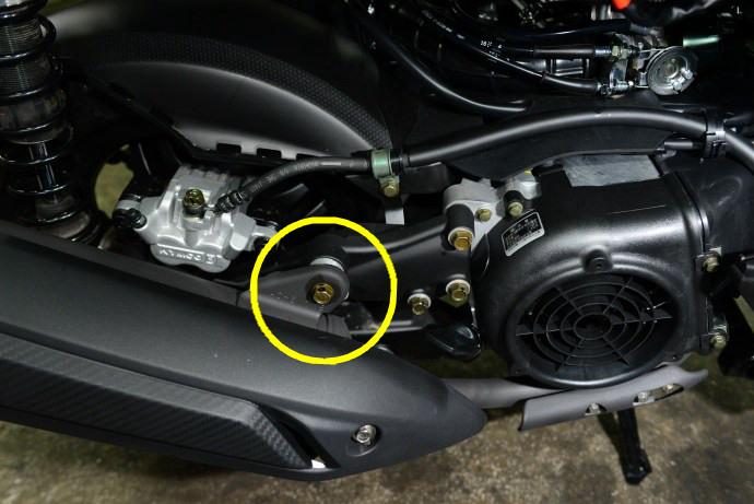 下鎖點可安裝在排氣管鎖點上,或是由改裝廠生產的轉接搖臂上。