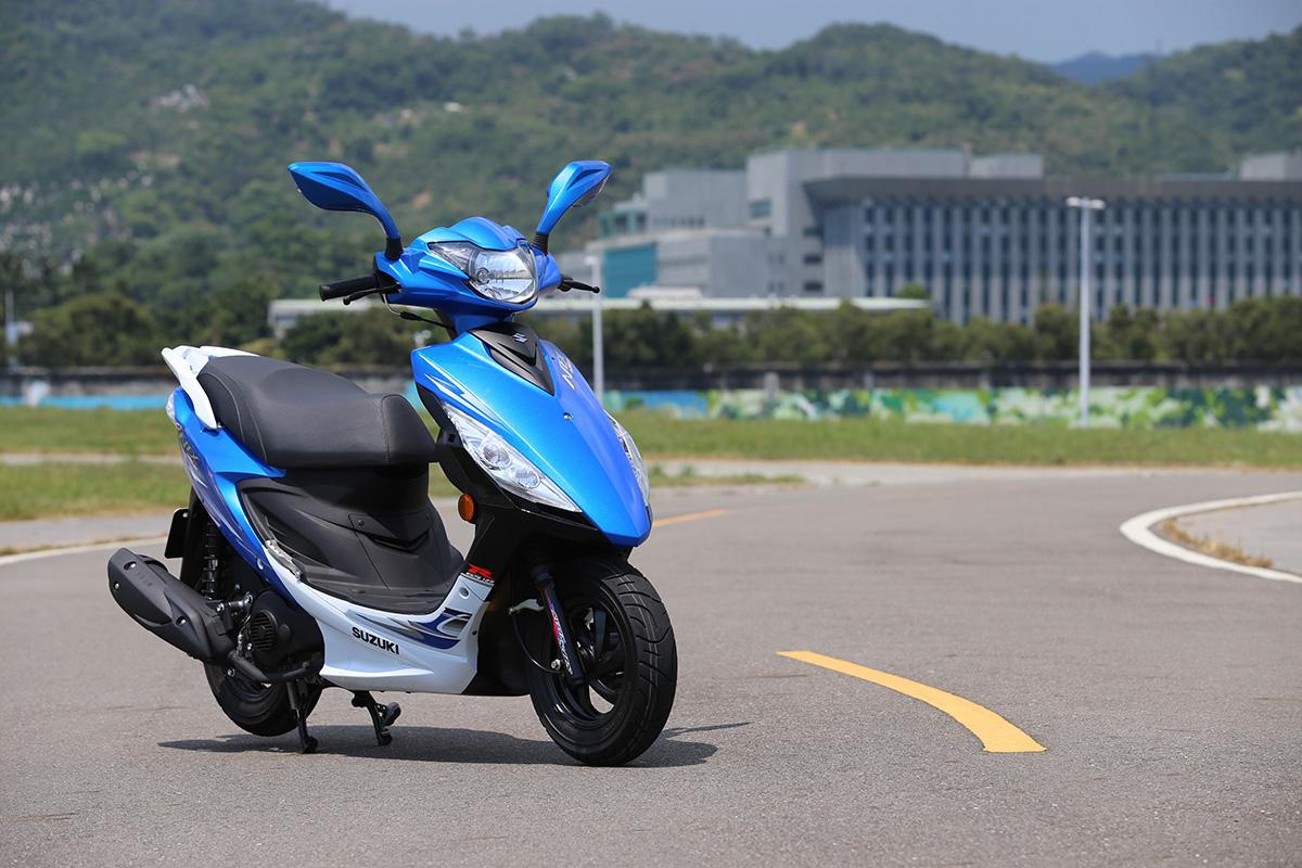 SUZUKI NEX GSR125 藍白配色。