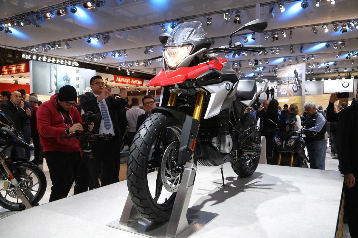 G310GS 採用單燈設計,搭配19吋前輪,前方氣勢一點也不像輕檔車。