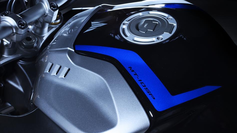 油箱上的YAMAHA 賽車藍有著MT-10 SP 字樣