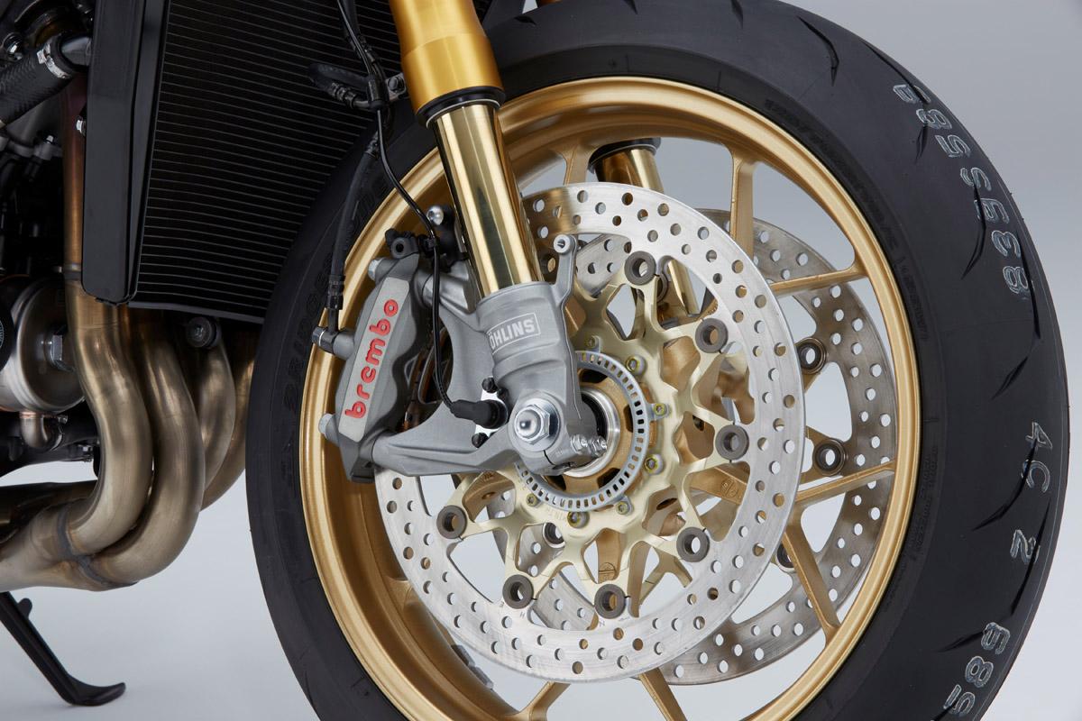 煞車採用Brembo 卡鉗,ABS 也換成BOSCH 系統。