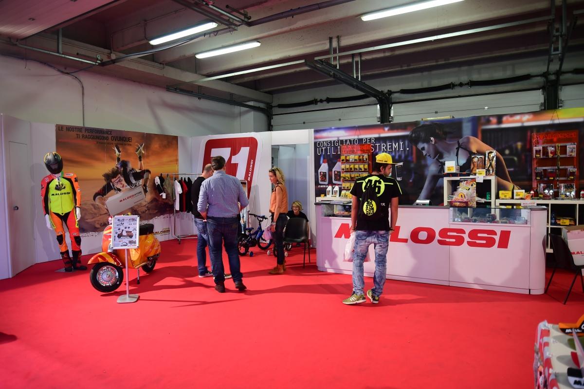 利用賽車場的室內空間,展示Malossi 產品