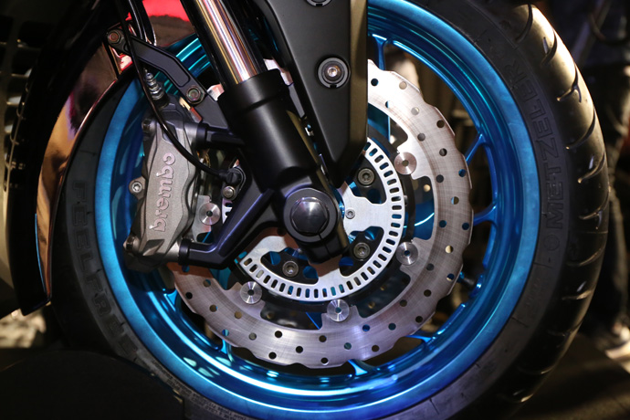 Brembo 搭配ABS 煞車系統