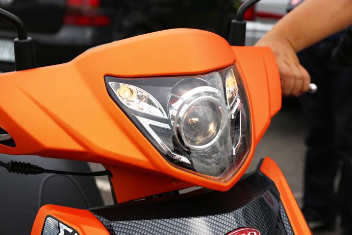 彪炫特仕版原廠搭配魚眼頭燈。