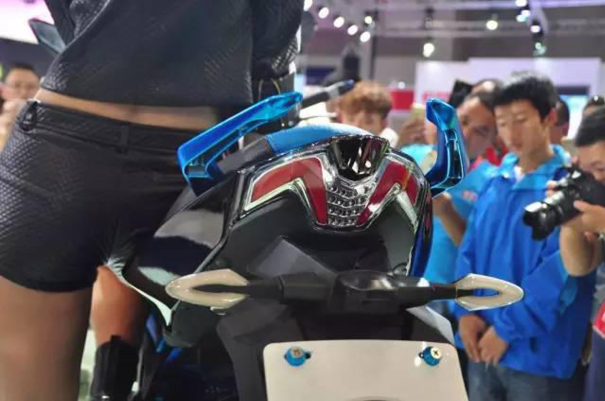 尾燈設計採用雙尾燈與折線設計,有著KYMCO 速克達的設計影子在內。(光陽提供)